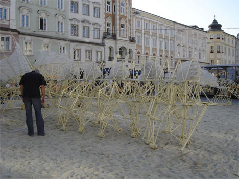 strandbeest-in-the-streets.jpg