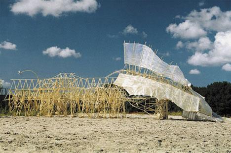 strandbeest-kinetic-sculpture.jpg