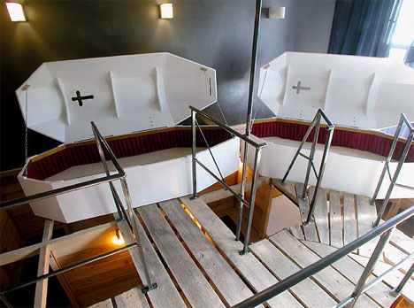 16 Of The Most Creative Weird Hotel Rooms In The World Urbanist - Make-your-room-look-like-a-vampires-room