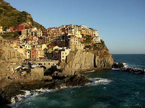 cliffside village manarola