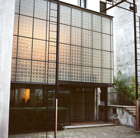 amazing glass house maison de verre paris