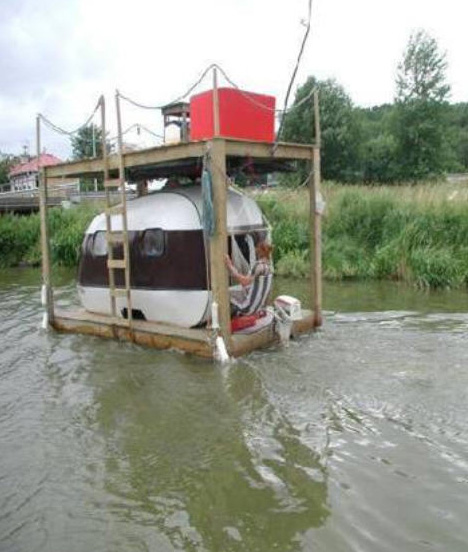 marine extreme 15 houseboats house boat designs urbanist. Black Bedroom Furniture Sets. Home Design Ideas