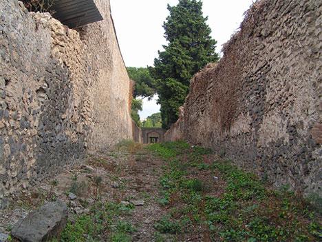abandoned italian road