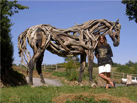 Dreamy driftwood horse sculptures of heather jansch urbanist - Cosas hechas con madera ...