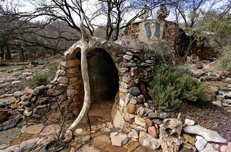 http://img.weburbanist.com/wp-content/uploads/2008/12/elephant-house-1.jpg
