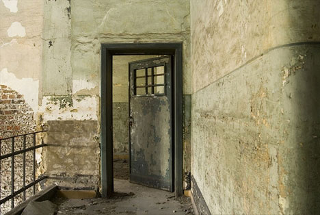 abandoned-military-and-state-buildings-2