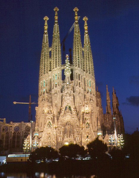 Holy 15 immaculate temples cathedrals and churches for La sagrada familia en barcelona