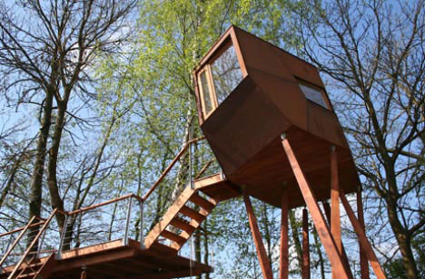 Unique retreats 8 offbeat one of a kind houses homes for Modern tree house designs