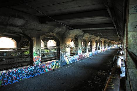 graffiti in NYC subway tunnel