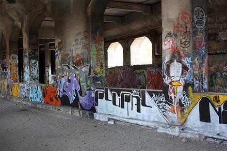 subway tunnel graffiti