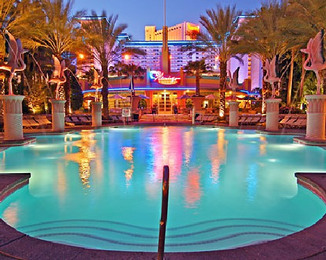 Sin city skinny dip 10 luxurious las vegas hotel pools for Pool trade show vegas
