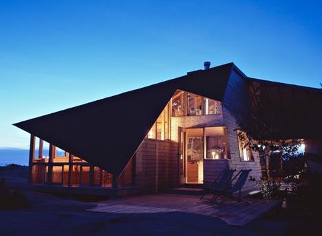 island home designs. Canadian Island Cabin Waterfront Wonders  8 Great Modern Ocean Homes Urbanist