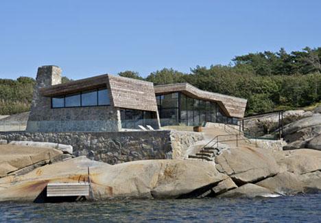 Waterfront wonders 8 great modern island ocean homes for Ocean front home designs