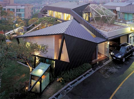 Angular masterpieces 10 home designs defined by angles for Amazing building designs