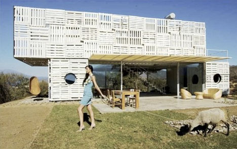 Stylish and sustainable 8 modern eco friendly homes - Eco friendly shipping container homes ...