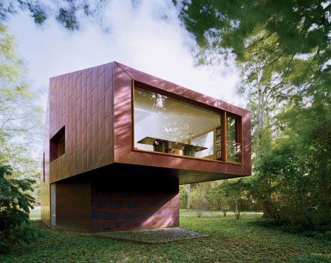 Angular masterpieces 10 home designs defined by angles for Compact cottages