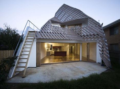 Angular masterpieces 10 home designs defined by angles for Home shade structures