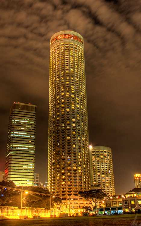 High 5 stars checking out the world s 10 tallest hotels for Tallest hotel in singapore