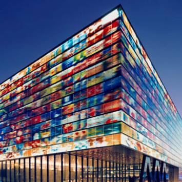 Crystal Castles 15 Glittering Glass Buildings Urbanist