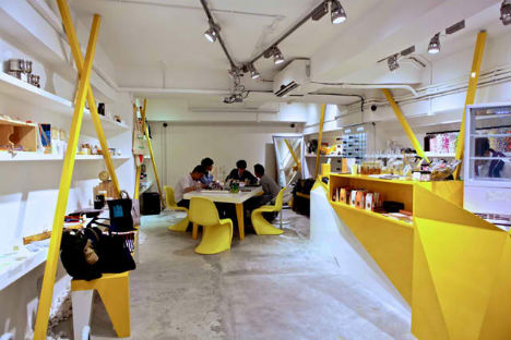 Asymmetrical and acid yellow storefront for konzepp urbanist for Retail space design