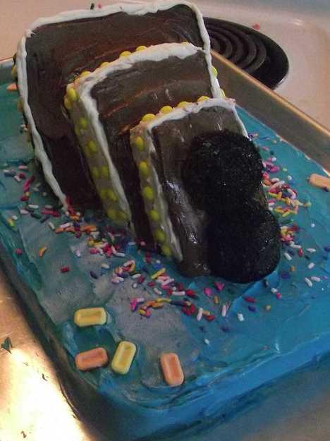 DIY Titanic Cake Image