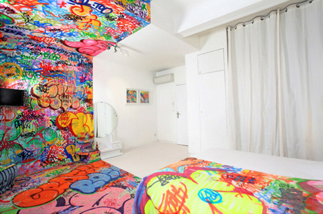 Street chic boutique stunning half graffitied hotel room for Art design boutique hotel imperialart