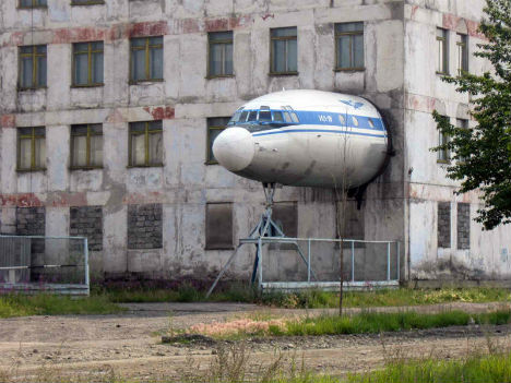 13 Crazy Air Sea Land Vehicle To House Conversions Urbanist
