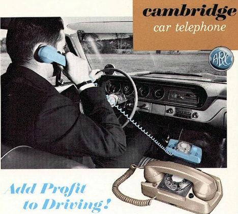Photo publicitaire pour le téléphone de voiture de la marque Cambridge