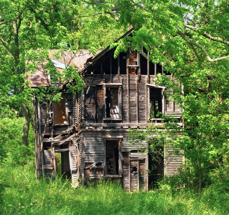 Rural Ruins 20 Eerie Images Of Abandonments Urbanist