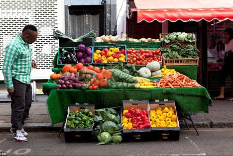 IMAGE(http://img.weburbanist.com/wp-content/uploads/2012/11/public-camouflage.jpg)