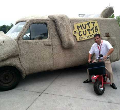 Mutt Cutts Dumb Dumber van