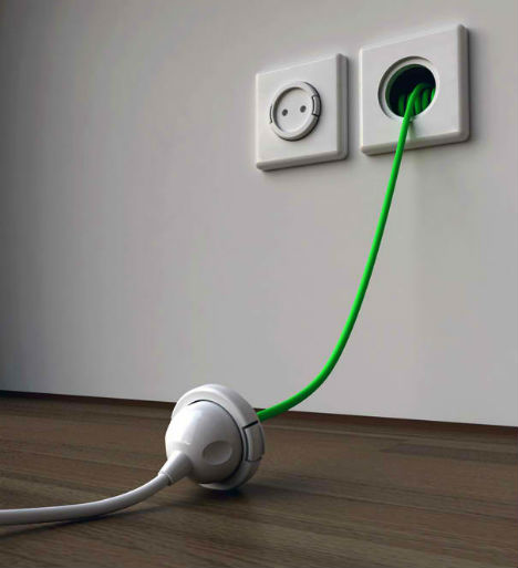 Power recoiling wall socket