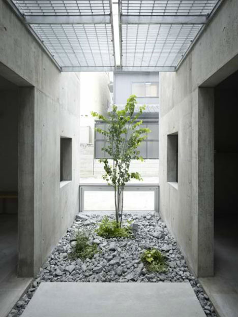 Only in japan 13 odd houses by suppose design office for Japanese indoor garden design