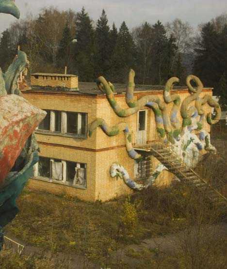High & Dry: 8 Amazing Abandoned Aquariums