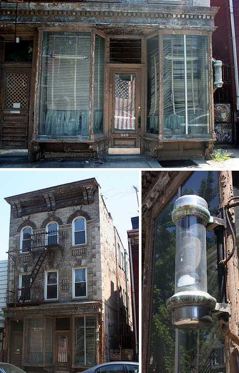 Barber Williamsburg : abandoned barber shop Williamsburg Brooklyn