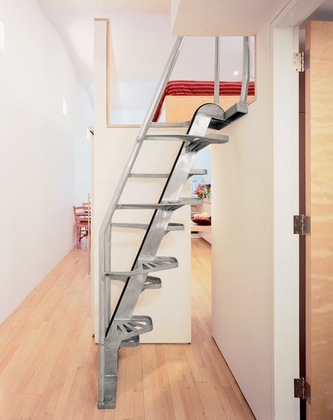 Steps to saving space 15 compact stair designs for lofts for Como hacer una escalera en poco espacio