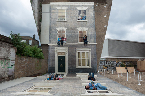 house climbing illusion