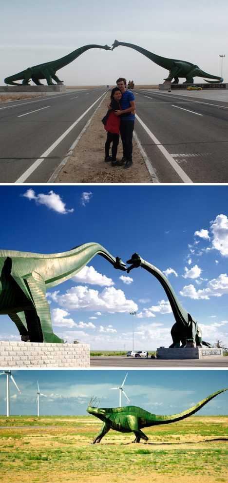 China Erenhot dinosaur kiss arch statues