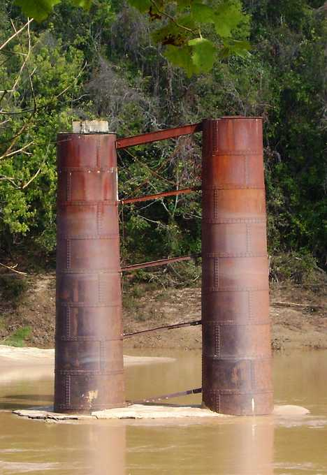 Simonton Texas abandoned railway bridge trestle piers