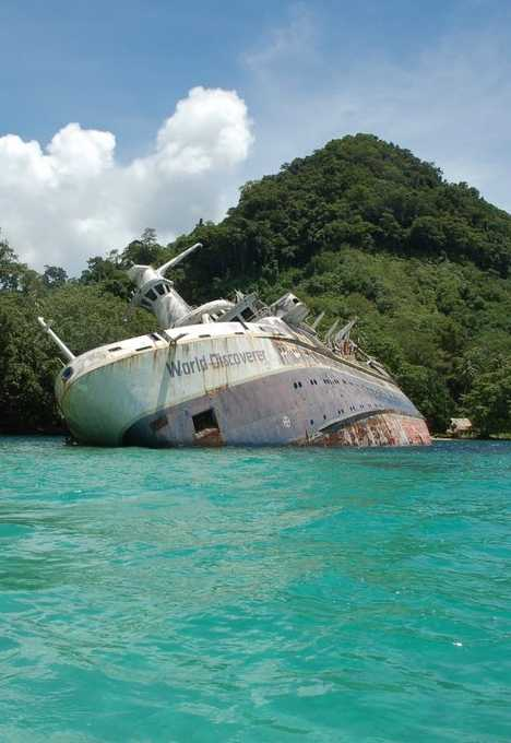 abandoned cruise ship World Discover