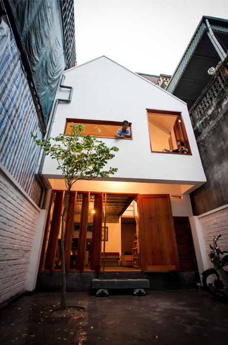 Urban Niche: Townhouse & Courtyard Fill Thin Lot In Hanoi | Urbanist