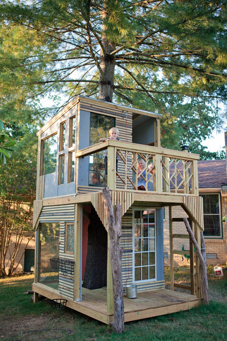 Modern tree houses 14 awesome arboreal dwelling designs for Treehouse designers