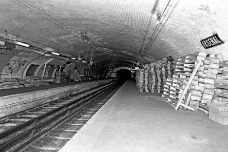 paris vintage underground station