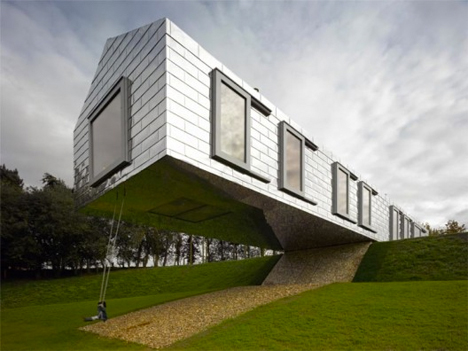 Cantilevered Balancing Barn 1