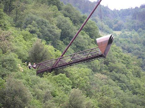 Cantilevered Il Binocolo