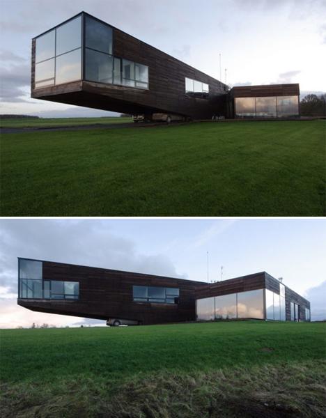 Cantilevered Utriai Residence