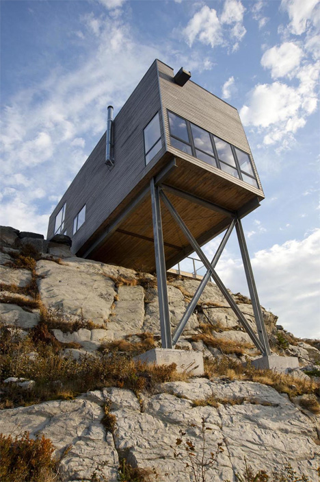 Hover houses 12 cliff clinging homes with a view urbanist for Small house designs nova scotia