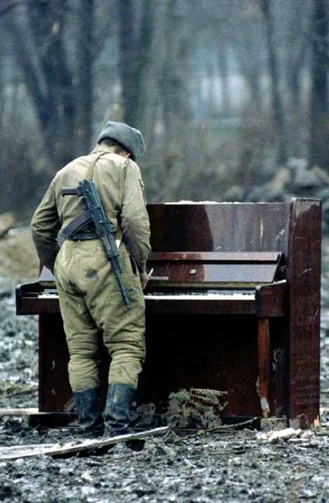Russian soldier abandoned piano Chechnya