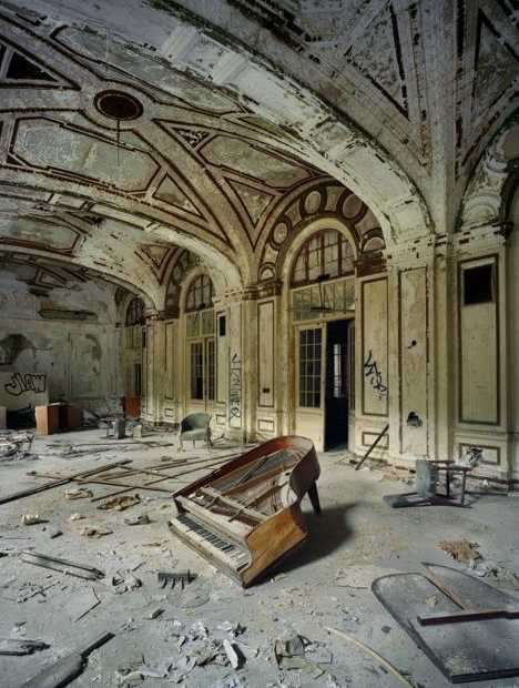 abandoned piano Lee Plaza Detroit