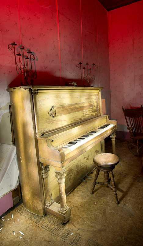 abandoned piano Sulphur Springs Tampa